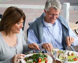consejos-para-una-alimentacion-saludable-para-personas-adultas_5ytq9